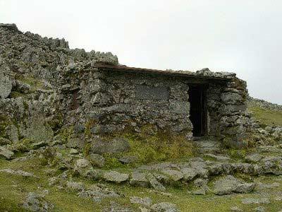 Foel Grach mountain refuge shelter - Photo - Walking Britain