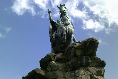 Bronze statue of George III at the top of Snow Hill