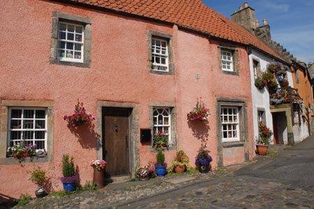 Culross - lovely cottages line Tanhouse Brae