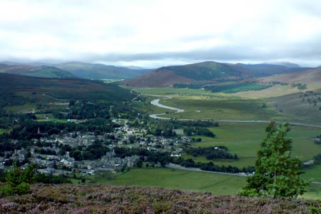 Overlooking Braemar & Linn of Dee from Creag Choinnich